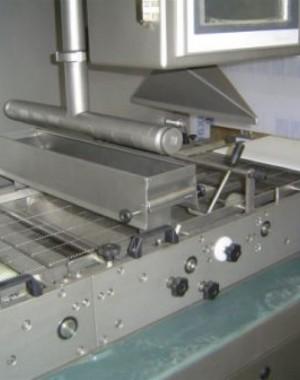 Potahovací stroj pro potahování čokoládou pro střední objemy produkce